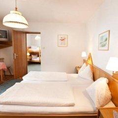 Отель Alpenhotel Badmeister сейф в номере