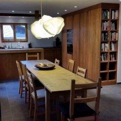 Апартаменты Gstaad Perfect Winter Luxury Apartment питание
