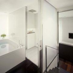 Отель ME London сейф в номере
