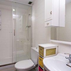 Отель Spacious & Quiet 4 Bedroom Apartment Испания, Барселона - отзывы, цены и фото номеров - забронировать отель Spacious & Quiet 4 Bedroom Apartment онлайн ванная фото 2