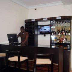 Отель Lakeem Suites Ikoyi гостиничный бар