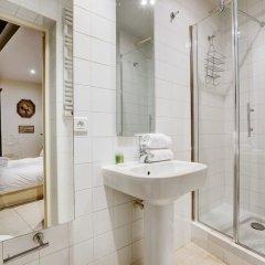 Отель Louvre - Palais Royal Area Apartment Франция, Париж - отзывы, цены и фото номеров - забронировать отель Louvre - Palais Royal Area Apartment онлайн ванная