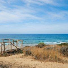 Отель Hipotels Gran Conil & Spa Испания, Кониль-де-ла-Фронтера - отзывы, цены и фото номеров - забронировать отель Hipotels Gran Conil & Spa онлайн пляж