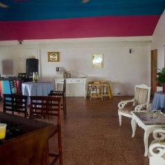 Отель Skymiles Beach Suite At Montego Bay Club Resort Ямайка, Монтего-Бей - отзывы, цены и фото номеров - забронировать отель Skymiles Beach Suite At Montego Bay Club Resort онлайн питание
