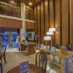Bedrock Hotel Kuta Bali интерьер отеля