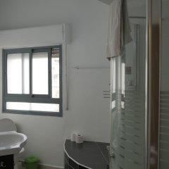 Allenby 2 Bed and Breakfast Израиль, Иерусалим - отзывы, цены и фото номеров - забронировать отель Allenby 2 Bed and Breakfast онлайн ванная