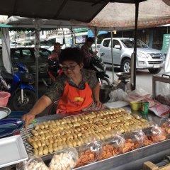 Отель Baan Talat Phlu Бангкок парковка
