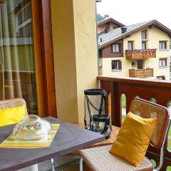 Отель Chesa Ludains 8 - One Bedroom Швейцария, Санкт-Мориц - отзывы, цены и фото номеров - забронировать отель Chesa Ludains 8 - One Bedroom онлайн балкон