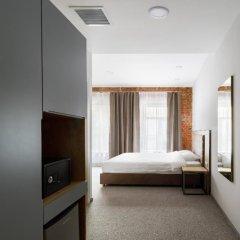 Гостиница Кустос Цветной сейф в номере