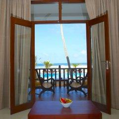 Отель Whispering Palms Hotel Шри-Ланка, Бентота - отзывы, цены и фото номеров - забронировать отель Whispering Palms Hotel онлайн балкон