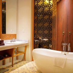Отель THE HAVEN SUITES Bali Berawa ванная