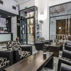 Отель Petit Palace Plaza de la Reina гостиничный бар