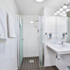 Отель Poseidon Швеция, Гётеборг - отзывы, цены и фото номеров - забронировать отель Poseidon онлайн ванная фото 2