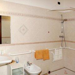 Отель Les Combes Ла-Саль ванная фото 2