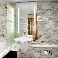 Отель Hilton Stockholm Slussen Швеция, Стокгольм - 9 отзывов об отеле, цены и фото номеров - забронировать отель Hilton Stockholm Slussen онлайн ванная