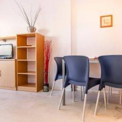 Отель Apartamentos S'Abanell Central Park Испания, Бланес - отзывы, цены и фото номеров - забронировать отель Apartamentos S'Abanell Central Park онлайн удобства в номере фото 2
