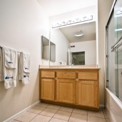 Отель Medici Apartel Лос-Анджелес ванная