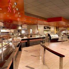 Отель Treasure Island Hotel & Casino США, Лас-Вегас - отзывы, цены и фото номеров - забронировать отель Treasure Island Hotel & Casino онлайн питание фото 2