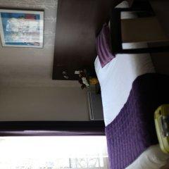 Отель Hôtel Alane сейф в номере