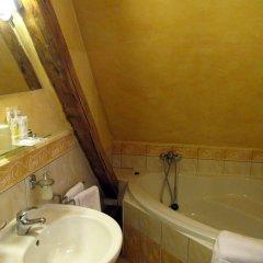 Отель U Zlatych nuzek Чехия, Прага - отзывы, цены и фото номеров - забронировать отель U Zlatych nuzek онлайн ванная