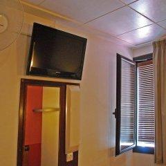 Отель Hostal Radio удобства в номере