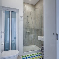 Отель Modern Seaview Apartment In a Prime Location Мальта, Слима - отзывы, цены и фото номеров - забронировать отель Modern Seaview Apartment In a Prime Location онлайн ванная