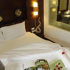 Отель Azure Bangla Phuket в номере