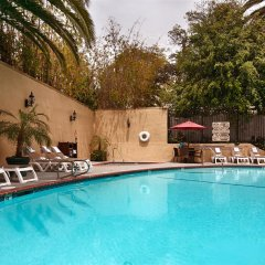 Отель Best Western Hollywood Plaza Inn США, Лос-Анджелес - отзывы, цены и фото номеров - забронировать отель Best Western Hollywood Plaza Inn онлайн бассейн фото 2