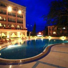 Palace Hotel бассейн