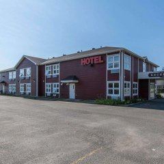 Отель Econo Lodge Montmorency Falls Канада, Буашатель - отзывы, цены и фото номеров - забронировать отель Econo Lodge Montmorency Falls онлайн парковка