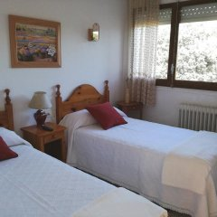 Отель Hostal Los Pinares Испания, Льорет-де-Мар - отзывы, цены и фото номеров - забронировать отель Hostal Los Pinares онлайн комната для гостей