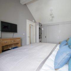 Отель Chic 2 Bedroom Garden House in Dalston комната для гостей