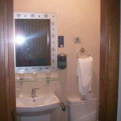 Отель Hostal la Nava Испания, Мадрид - отзывы, цены и фото номеров - забронировать отель Hostal la Nava онлайн ванная