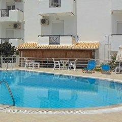 Апартаменты Irilena Apartments бассейн