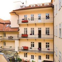 Отель Leonardo Prague Чехия, Прага - 12 отзывов об отеле, цены и фото номеров - забронировать отель Leonardo Prague онлайн балкон