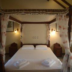 Отель Mountain Lodge сейф в номере