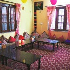 Отель Aroma Tourist Hostel Непал, Покхара - отзывы, цены и фото номеров - забронировать отель Aroma Tourist Hostel онлайн интерьер отеля фото 3