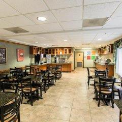 Отель Comfort Suites Wilmington гостиничный бар