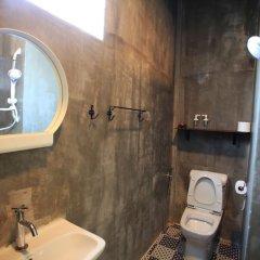 Отель Baan Talat Phlu Бангкок ванная
