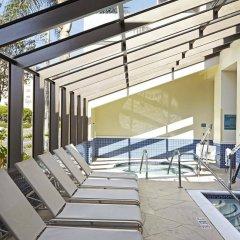 Отель Embassy Suites Los Angeles - International Airport/North США, Лос-Анджелес - отзывы, цены и фото номеров - забронировать отель Embassy Suites Los Angeles - International Airport/North онлайн бассейн фото 2