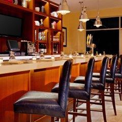 Отель Four Points by Sheraton Long Island City гостиничный бар