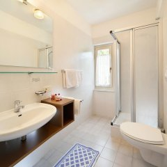 Hotel Sigmundskron Аппиано-сулла-Страда-дель-Вино ванная