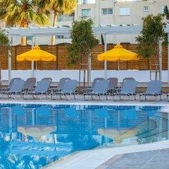 Отель Smartline Paphos бассейн