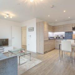 Отель 1 Bedroom Flat in Surrey Quays With Balcony Великобритания, Лондон - отзывы, цены и фото номеров - забронировать отель 1 Bedroom Flat in Surrey Quays With Balcony онлайн комната для гостей фото 2