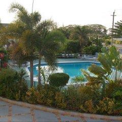 Отель Holiday Haven бассейн фото 2