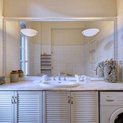 Отель Artistic neoclassical residence Греция, Афины - отзывы, цены и фото номеров - забронировать отель Artistic neoclassical residence онлайн ванная фото 2