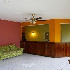 Отель Coral Seas Garden Resort интерьер отеля