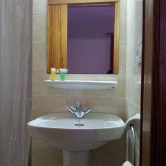 Отель Hostal Ferrer Испания, Сан-Антони-де-Портмань - отзывы, цены и фото номеров - забронировать отель Hostal Ferrer онлайн ванная фото 2