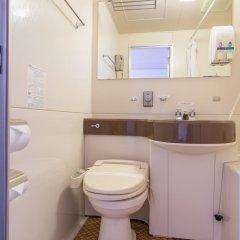 Отель OYO Hotel Toyama Joshi Koen Япония, Тояма - отзывы, цены и фото номеров - забронировать отель OYO Hotel Toyama Joshi Koen онлайн ванная