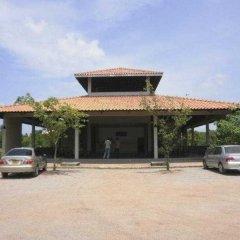 Отель Kassapa Lions Rock парковка